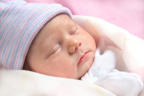 新生児 寝顔
