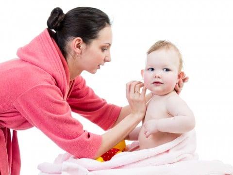 ママ 赤ちゃん 耳掃除