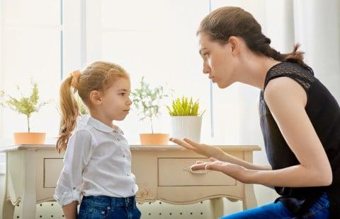 ママ 女の子 親子 叱る しつけ 怒る