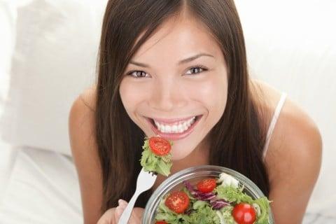 女性 食事 サラダ 健康