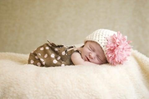 赤ちゃん 女の子 新生児 ねんね 寝る