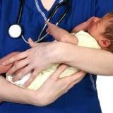 新生児 赤ちゃん 抱っこ 医師 病院 医者