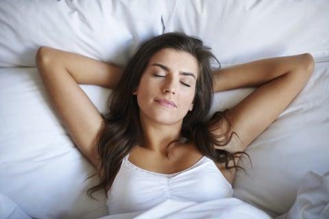 女性 リラックス 解放 ベッド