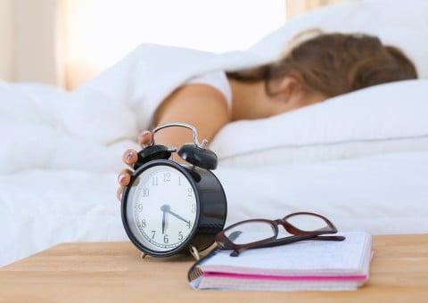 眠気 女性 ベッド 睡眠