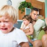 子供 男の子 わがまま 泣く 家族 兄弟 ケンカ パパ ママ