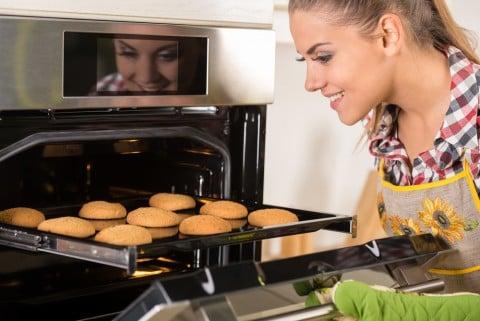 女性 料理 オーブン お菓子作り クッキー