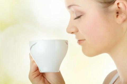 ママ お茶 飲み物 女性 リラックス 休息