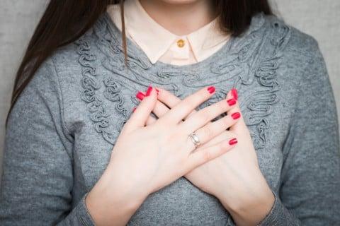 女性 胸 痛み 張り 心配