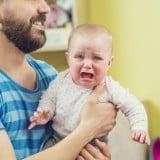 赤ちゃん パパ 泣く 人見知り パパ見知り 抱っこ