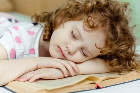 子供 睡眠 寝る 寝不足