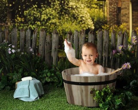 赤ちゃん お風呂 庭 清潔