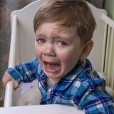 子供 夜泣き 泣く 叫ぶ 夜驚症 ベッド