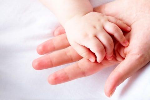 赤ちゃん 手 ママ 親子