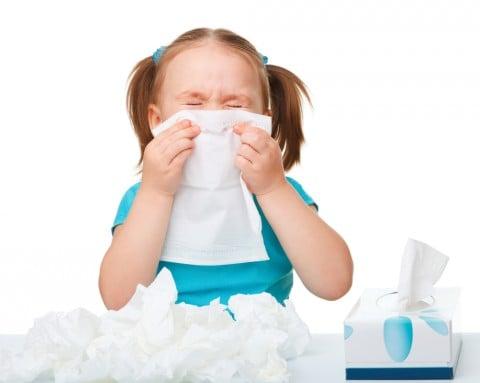 女の子 子供 ティッシュ 鼻 鼻水 風邪