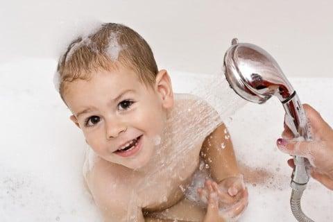 子供 シャワー お湯