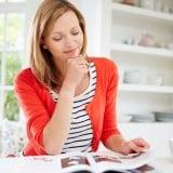 女性 雑誌 本 休憩 キッチン 読む ママ