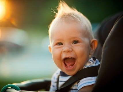 男の子 髪 ベビーカー 笑顔 ソフトモヒカン
