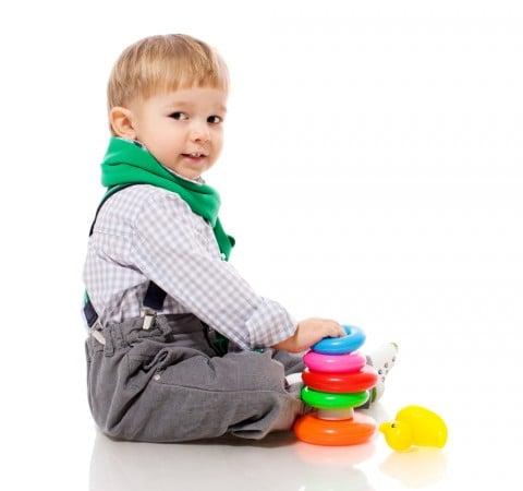 男の子 おすわり おもちゃ わなげ 髪 パッツン 前髪