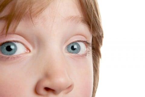 子供 目 まぶた 瞼