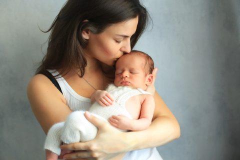 新生児 抱っこ 赤ちゃん