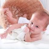 赤ちゃん 子供 寝転がる