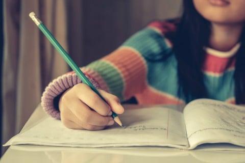 利き手 書く ノート 勉強 宿題