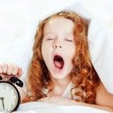 睡眠 子供 ベッド 目覚まし時計 寝る あくび