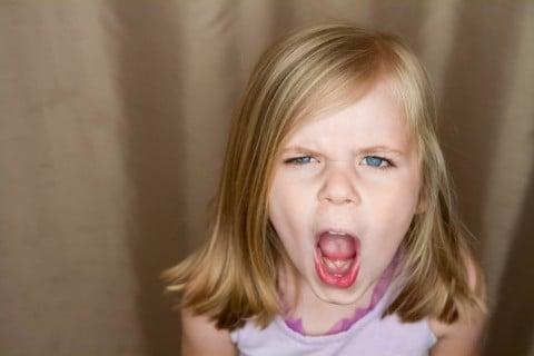 反抗期 いや 女の子 叫ぶ 嫌悪感