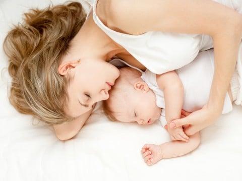 夜間断乳 寝る 赤ちゃん ママ 昼寝