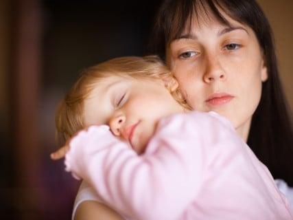ママ 悩み 不安 抱っこ 寝る