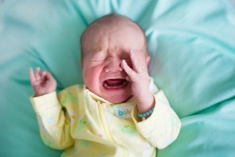 赤ちゃん 泣く 夜泣き 布団
