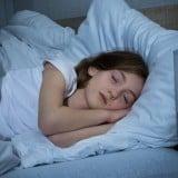 子供 睡眠 ベッド 夜