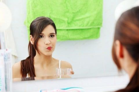 口 ゆすぐ 洗面所 洗浄 鏡