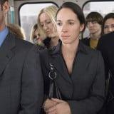 電車通勤 満員電車 女性