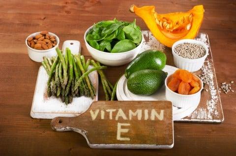 ビタミンE アーモンド かぼちゃ アスパラ 野菜 栄養