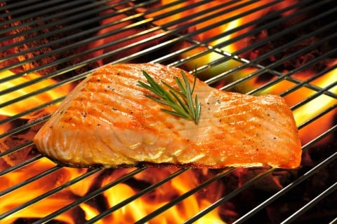 サーモン 鮭 焼く 焼き魚 グリル 火