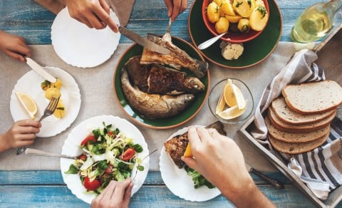 食事 家族団らん 魚 料理 食卓