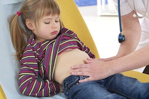 子供 腹痛 診断 病院 医師