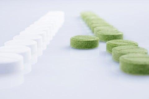 薬 低用量ピル 錠剤 白 緑