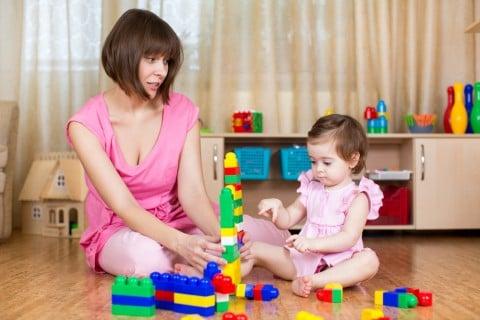 子供 遊ぶ 積み木 ブロック