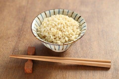 玄米 ご飯 茶碗 箸