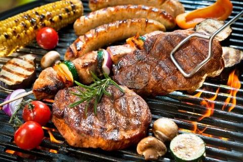 火 加熱 バーベキュー 網 焼き 食べ物 野菜 肉