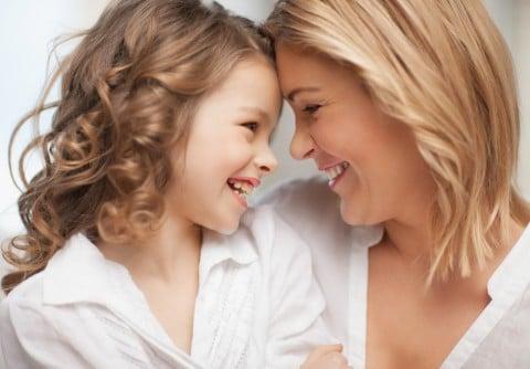 親子 母 娘 女の子 笑顔
