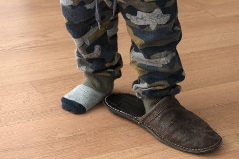 子供 スリッパ 少年 男の子 足