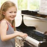ピアノ 女の子 楽器 音楽