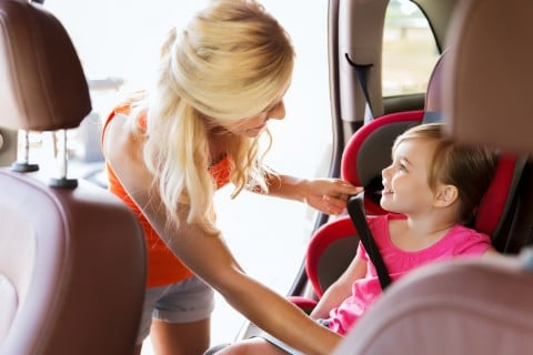 子供 ジュニアシート 車 お出かけ ママ