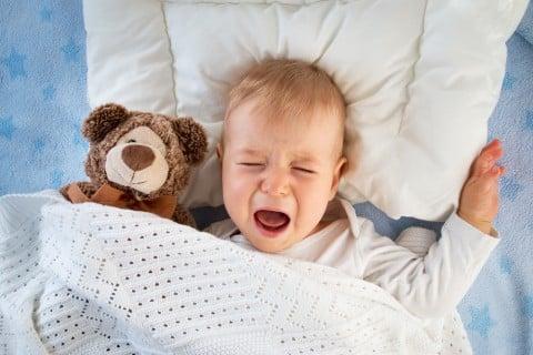 子供 夜泣き 泣く ベッド