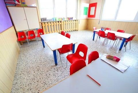 保育園 教室 机 椅子