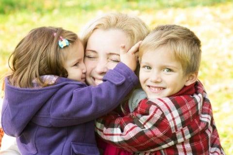 親子 笑顔 仲良し 家族