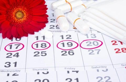 生理 ずらす 日程 ナプキン タンポン カレンダー